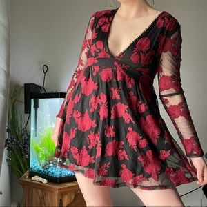 Rose and lace plunging v neck dress 🌹